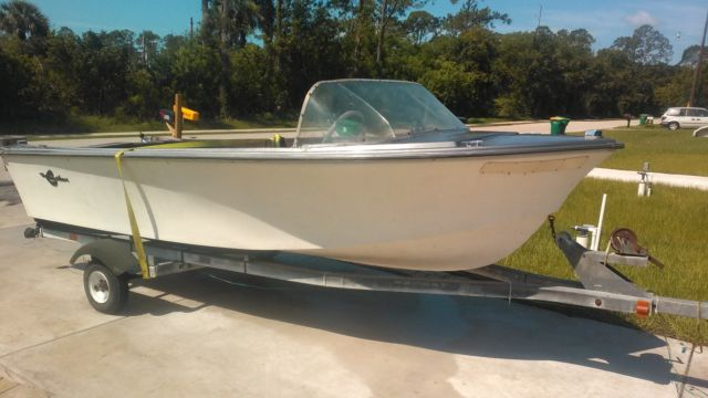 15 Classic Chieftain Crestliner Fiberglass Project Boat
