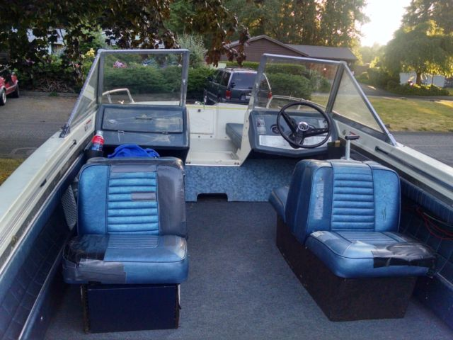 17' Glastron tri-hull boat with trailer and 135hp Johnson outboard motor