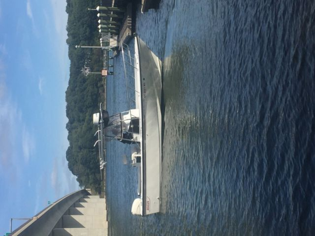 1994 Boston Whaler 24 Outrage w/2001 Evinrude 250/trailer/T-Top