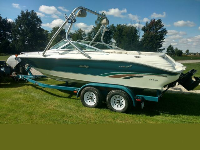 1996 Sea Ray 210 Signature Select Bowrider Open Bow