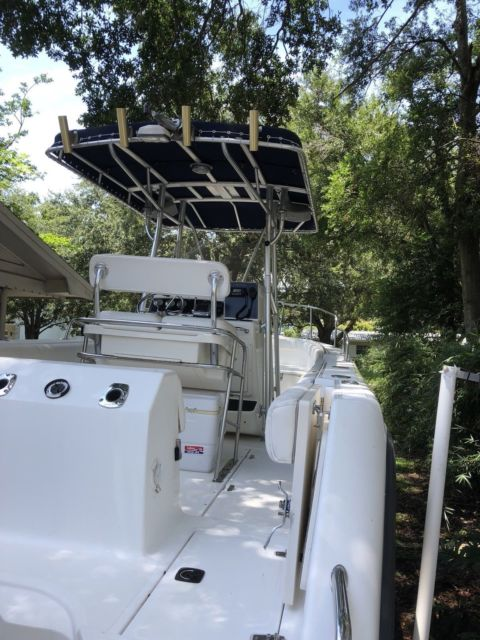 2001 Boston Whaler 26 Outrage with Twin 200HP Mercury