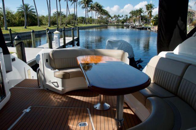 2009 Cruisers Yachts 520 Sports Coupe (Searay, Sundancer