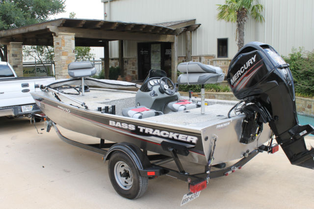2015 bass tracker pro 170 2015 mercury 4 stroke 15 hrs and. Black Bedroom Furniture Sets. Home Design Ideas