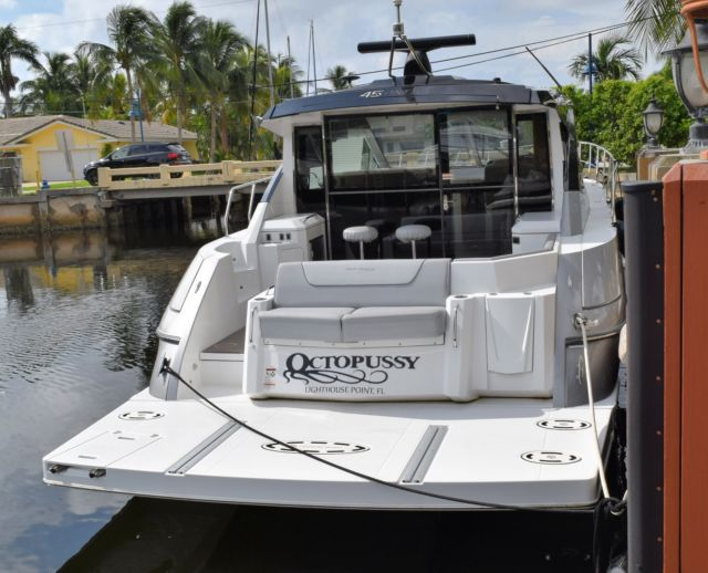 2015 cruisers yachts 45 cantius under warranty 100hrs like