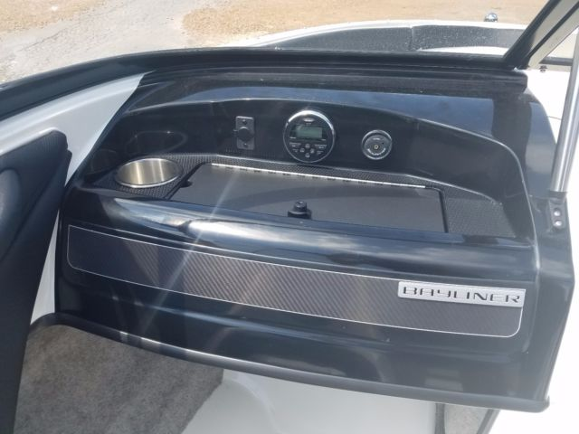 Bayliner 185 BR Runabout boat CLEAN bowrider 8 person cap  1