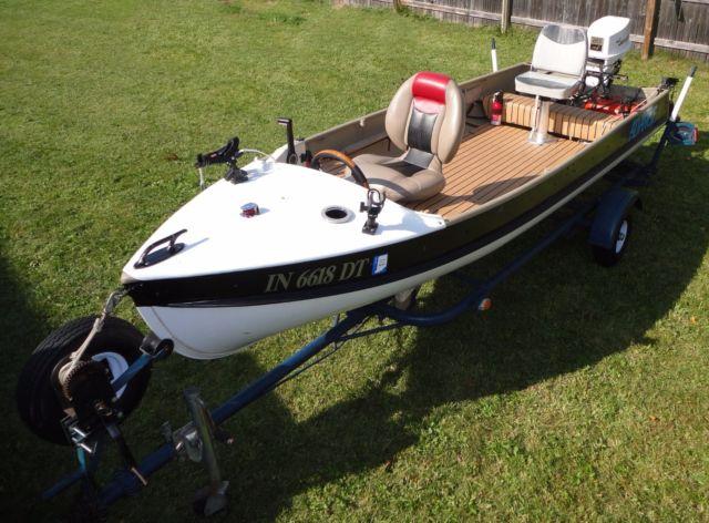 Custom alumacraft 14 ft fishing boat 20 hp johnson for 14 ft fishing boat