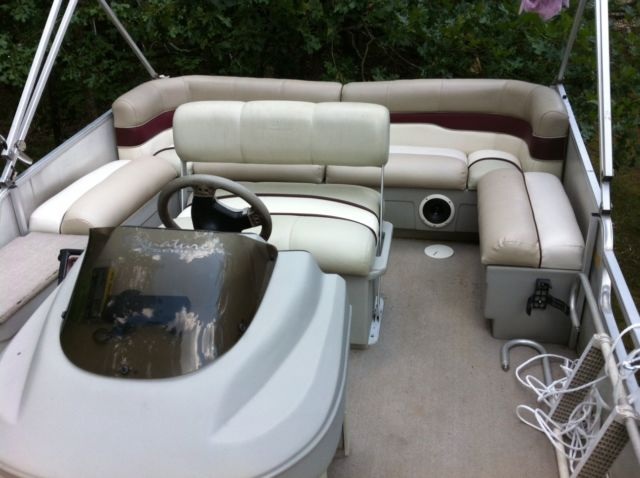 Signatur Sun Tracker 18 Bass Buggy Pontoon Boat 40hp
