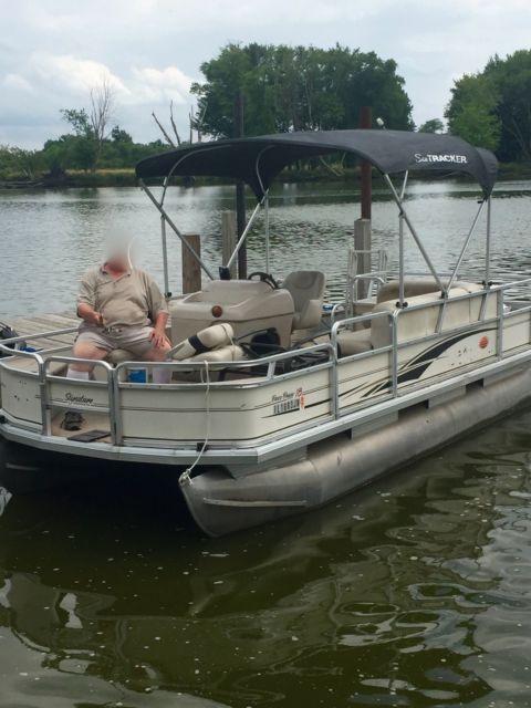 Tracker Pontoon Boats >> Sun Tracker 'Bass Buggy' 18ft Pontoon 2004 - 50hp Mercury - Sun Tracker 2004 for sale