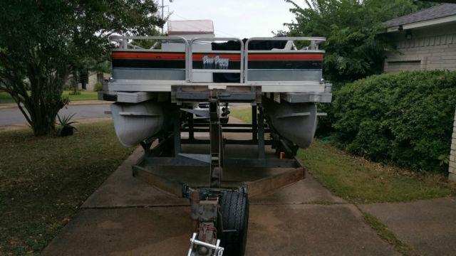 Sun Tracker 20ft Pontoon Boat 650 Mercury Outboard Motor