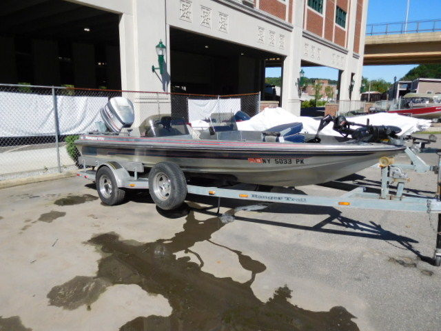 Used ranger 373v dual console bass boat fishing boat 150hp for Bass fishing boats for sale