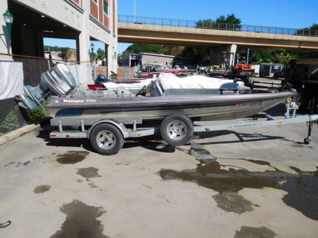 Used ranger 373v dual console bass boat fishing boat 150hp for Bass boats with evinrude motors